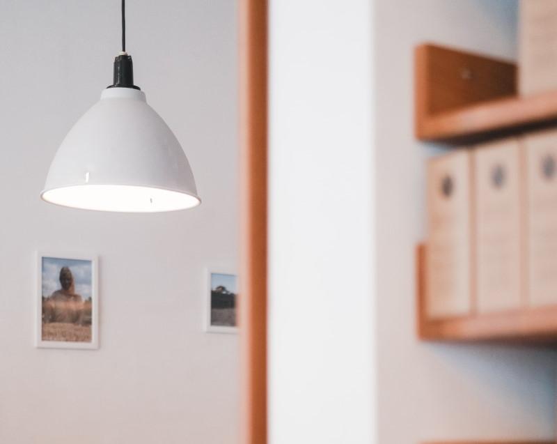 Λευκό φωτιστικό οροφής